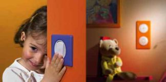 Защита розетки от детей