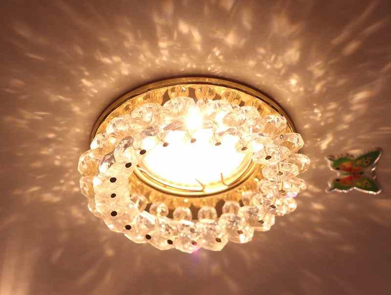 точечный светильник для натяжного потолка