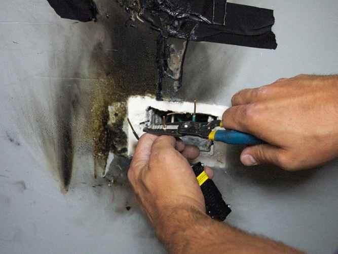 Неисправности электропроводки - перегрузка, короткое замыкание, старая изоляция