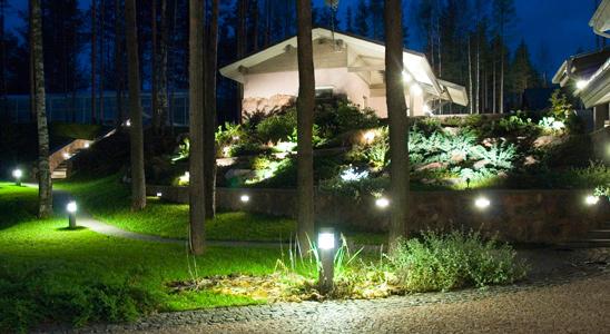 Освещение двора частного дома